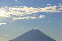 山梨県 櫛形山林道 富士山と朝日に輝く雲