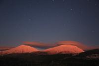 北海道 望岳台から望む月夜の美瑛岳と美瑛富士