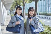 笑顔の女子中学生