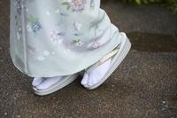 着物を着た女性の足元