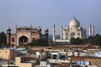 インド アーグラ タージ・マハル 南の楼門 遠望