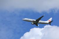 雲とジェット機 日本航空