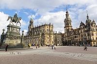 ドイツ カトリック旧宮廷教会とドレスデン城
