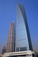 中国 上海環球金融中心とジンマオタワー(左奥)