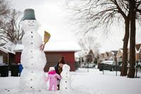雪だるまを作った親子