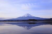 山梨県 河口湖 朝の富士山と逆さ富士