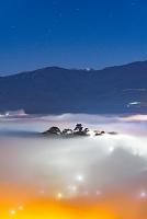 福井県 雲海の越前大野城 夜景