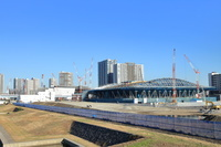 東京都 有明体操競技場(右)と有明アリーナ(奥)の建築現場