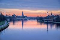 ドイツ フランクフルト フリーデンス橋より朝焼け