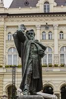 セルビア ミレティッチ像