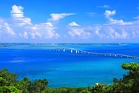 沖縄県 夏の伊良部大橋と宮古島