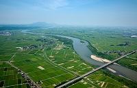 新潟県 信濃川(北陸自動車道 信濃川橋付近)より越後平野と弥彦山