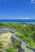 沖縄県 今帰仁城跡と海