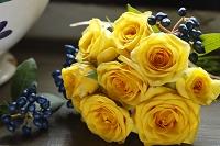 黄色いバラのプチブーケ