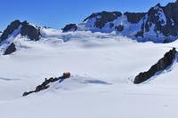 ニュージーランド 雪山とセンテニアル小屋