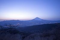 神奈川県 夕暮れの富士山