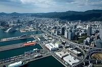 神戸港と神戸ポートタワー メリケン波止場周辺より元町市街地