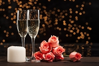 シャンパンとバラとキャンドル