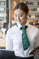 20代女性カフェ店員