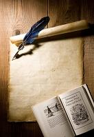 セピア色の紙を羽ペン