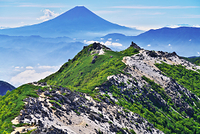 山梨県 鳳凰山、観音岳より薬師岳、富士山