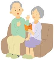 年金について相談する老夫婦