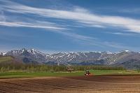 北海道 農作業と日高山脈 十勝平野
