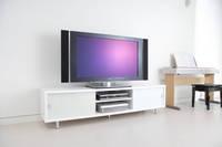 テレビ台の上のテレビ