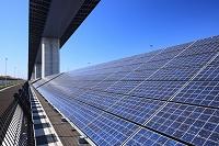 東京都 高架下の太陽電池パネル