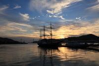長崎港の観光丸と夕焼け