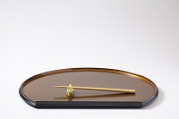 金色の盆と箸