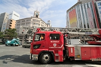 銀座の防災訓練・東京消防庁のハシゴ車