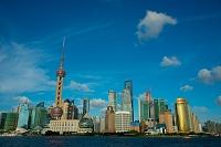 中国 上海 黄浦公園から見た浦東の高層ビル街