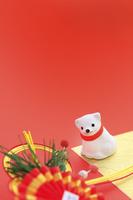 戌の置物と正月飾り