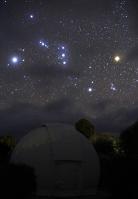 オリオン座と天文台