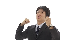 ガッツポーズをする若い日本人ビジネスマン