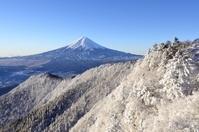 山梨県 樹氷の三ツ峠山より富士山