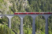 ランドヴァッサー橋を渡る氷河特急