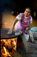 メキシコ トルティーヤを作る女性