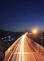 富士山と東名高速道路の夕暮れ