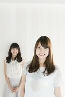 笑顔の20代女性
