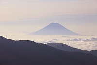 静岡県 烏帽子岳 夏の富士山と雲海