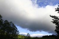 長野県 大町市 居谷里湿原 鹿島槍と爺ヶ岳にド-ム形の雲