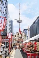 京都府 祇園祭 四条通の函谷鉾と売店