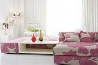 カラフルなソファーのある部屋