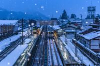 岐阜県 雪の飛騨古川駅 夜景