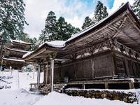 福井県 雪の明通寺 本堂と三重塔