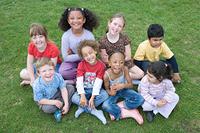 様々な人種の子供達