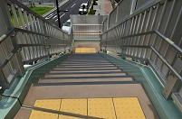 東京都 横断歩道橋の階段