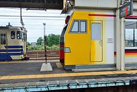 秋田県 東能代駅 列車を模した駅の待合室